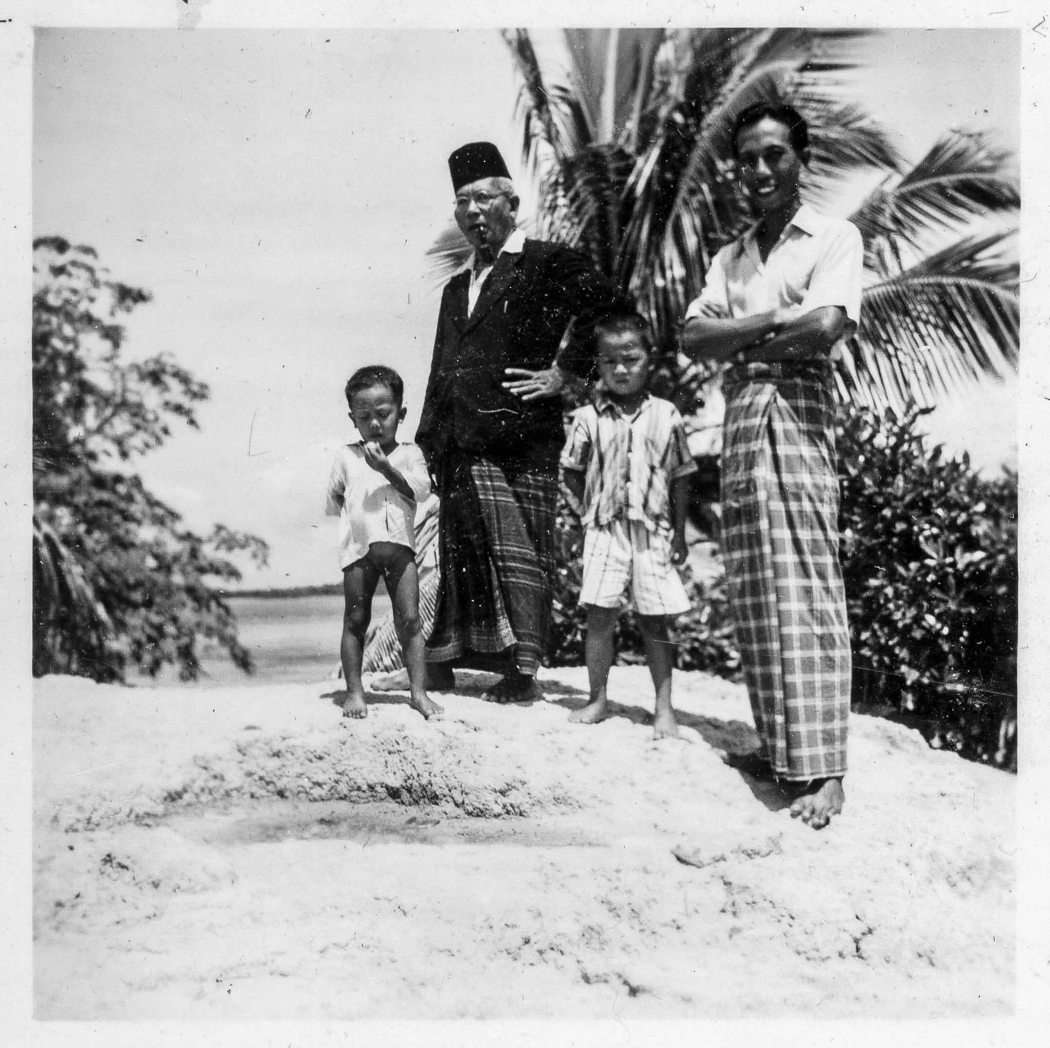 Teo's Island Album-14